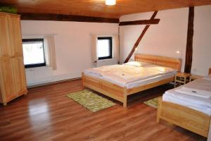 Кровать или кровати в номере Chalupa pod Klepáčem