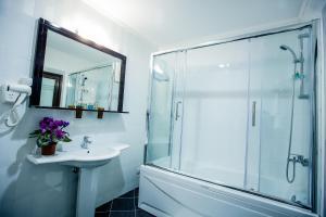 Vonios kambarys apgyvendinimo įstaigoje Aria Hotel Chisinau