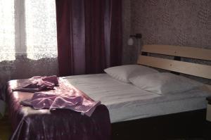 Кровать или кровати в номере Брусника