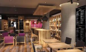 Zona de lounge sau bar la Novotel Bucharest City Centre