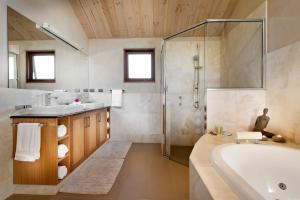 A bathroom at Aiyana Retreat