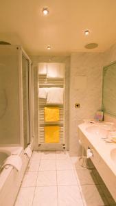 Ein Badezimmer in der Unterkunft Seeschlößchen - Hotel Strandperle