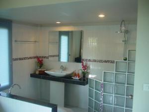 Ein Badezimmer in der Unterkunft Faye Orchid Garden Resort