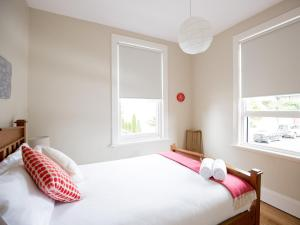 A bed or beds in a room at Montacute Boutique Bunkhouse