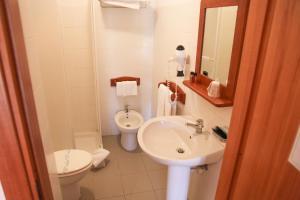 A bathroom at Hotel Mezzaluna