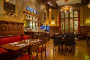 A restaurant or other place to eat at Steens Hotel