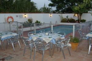 A restaurant or other place to eat at Hostal La Posada