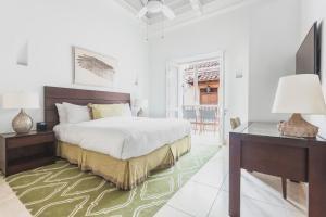 A bed or beds in a room at Casa La Cartujita