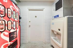 A kitchen or kitchenette at Motel 6-Kingston, TN