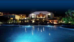 The swimming pool at or near Hotel-Apartamento Las Olas