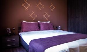 A bed or beds in a room at Samuil Apartment