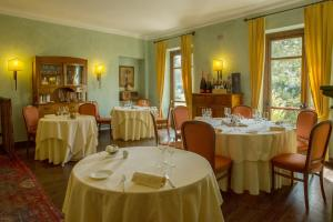 A restaurant or other place to eat at Romantic Hotel Furno
