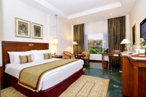 A bed or beds in a room at ITC Rajputana, a Luxury Collection Hotel, Jaipur