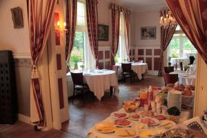 A restaurant or other place to eat at Hotel Huys ter Schelde