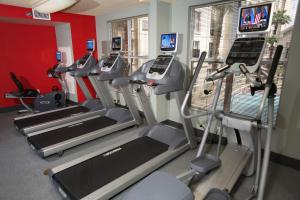 The fitness centre and/or fitness facilities at Homewood Suites by Hilton Orlando-Intl Drive/Convention Ctr