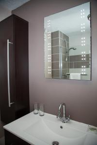 A bathroom at Trevor Arms