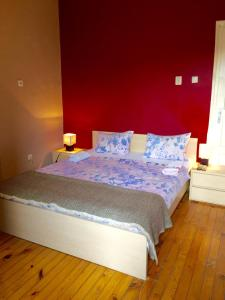 A bed or beds in a room at Interhost Guest rooms and apartments