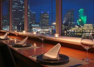 A restaurant or other place to eat at Yokohama Sakuragicho Washington Hotel
