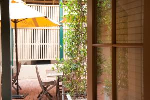A balcony or terrace at Cobb & Co Court Boutique Hotel