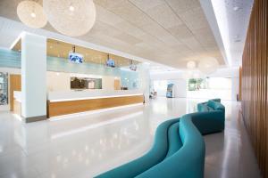 El vestíbulo o zona de recepción de Invisa Hotel Club Cala Blanca