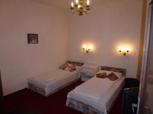 A bed or beds in a room at Brandýský Dvůr