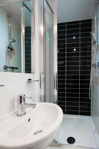 A bathroom at Dover Hotel - B&B