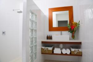A bathroom at Vale Vale Beachfront Villas