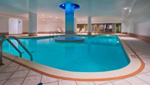 The swimming pool at or near Hotel Manoir Victoria