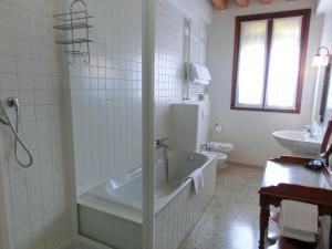 Salle de bains dans l'établissement B&B Al Palazzetto