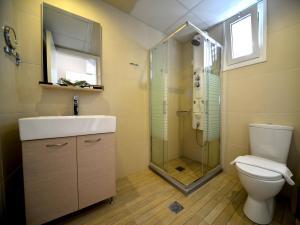 A bathroom at Kalyves Beach Hotel