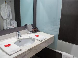 A bathroom at Augusta Barcelona Vallès