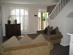 Ein Sitzbereich in der Unterkunft Gallery Apartments