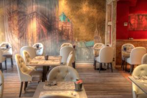 A restaurant or other place to eat at Hotel Cathédrale
