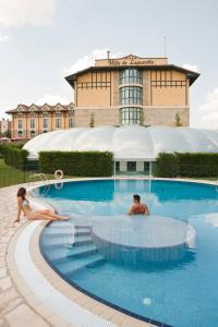 The swimming pool at or near Hotel Sercotel Villa de Laguardia