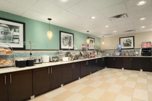 A restaurant or other place to eat at Hampton Inn Orlando-Convention Center International Drive Area
