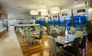 A restaurant or other place to eat at Novotel Brisbane Airport