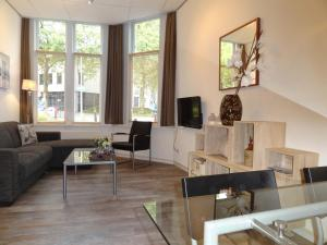 A seating area at Appartement Leiden City Center