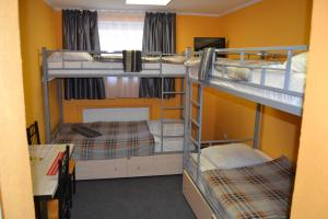 A bunk bed or bunk beds in a room at Hostel & Mini-Hotel Altshtadt