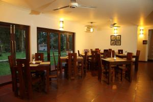 A restaurant or other place to eat at Oreeka - Katunayake Airport Transit Hotels