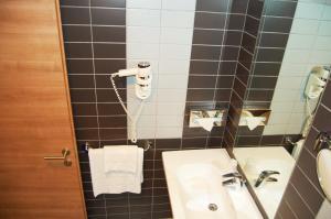 A bathroom at Idea Hotel Plus Savona