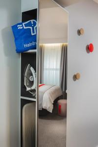 A bunk bed or bunk beds in a room at Holiday Inn Express St. Albans - M25, Jct.22