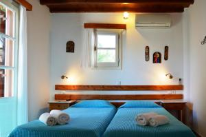 A bed or beds in a room at Villa Pinelopi