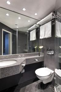 Ein Badezimmer in der Unterkunft Flemings Express Hotel Frankfurt