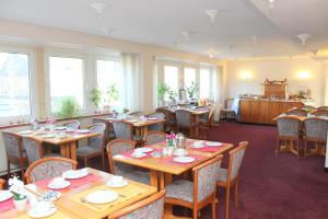 A restaurant or other place to eat at Hotel Elbroich