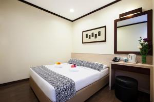 A bed or beds in a room at Hotel 81 Fuji - SG Clean