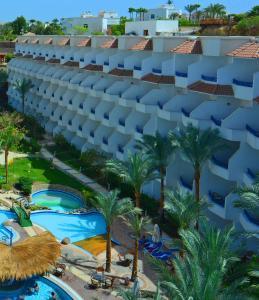 منظر المسبح في فندق تروبيتل نعمة باي  او بالجوار