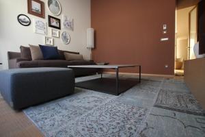 Ein Sitzbereich in der Unterkunft Guillaume Suites
