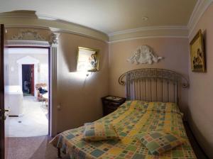 Кровать или кровати в номере Гостиный Двор на Троицкой
