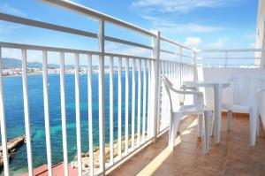 A balcony or terrace at Aparthotel Don Pepe