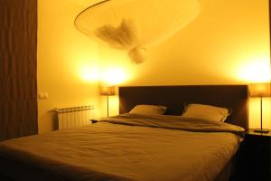 A bed or beds in a room at Casa Baxri